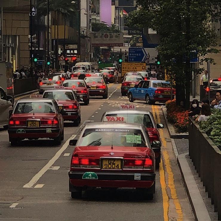 홍콩 하면 가장 먼저 떠오르는 레드 캡.