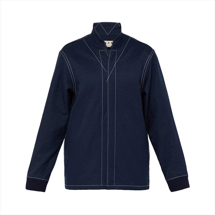 일교차가 큰 날씨를 위해 준비한 마르니의 셔츠 스타일 아우터웨어. 입고 벗기 간편해 활용도가 높았다.
