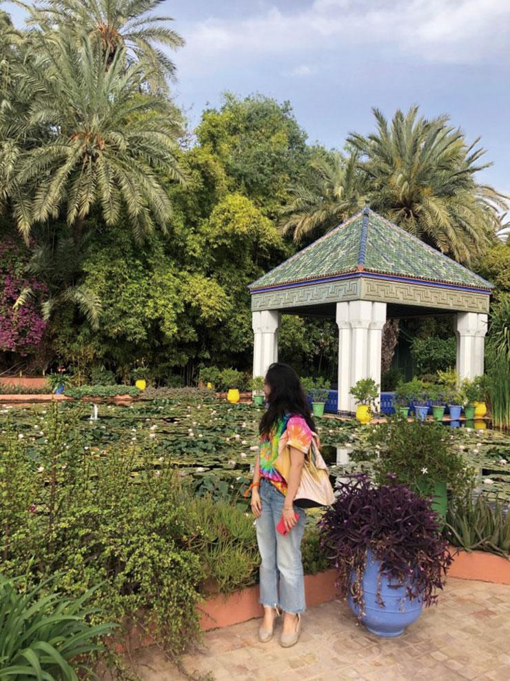 니들스의 타이다이 티셔츠를 입고 이브 생 로랑이 사랑했던 마조렐 정원을 찾았다.