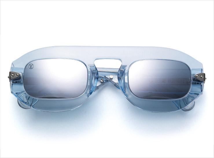 '쿨'한 분위기의 프레임이 특징인 미러 선글라스는 가격 미정, Louis Vuitton.