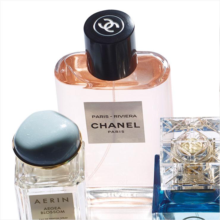 지중해의 빛나는 햇살을 상쾌한 오렌지와 네롤리, 재스민으로 표현한 레 조 드 샤넬 파리-리비에라, 125ml 18만9천원, Chanel.