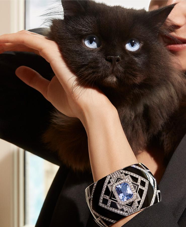 파리 저택의 아름다움을 형상화한 커프 브레이슬릿, 퍼스펙티브