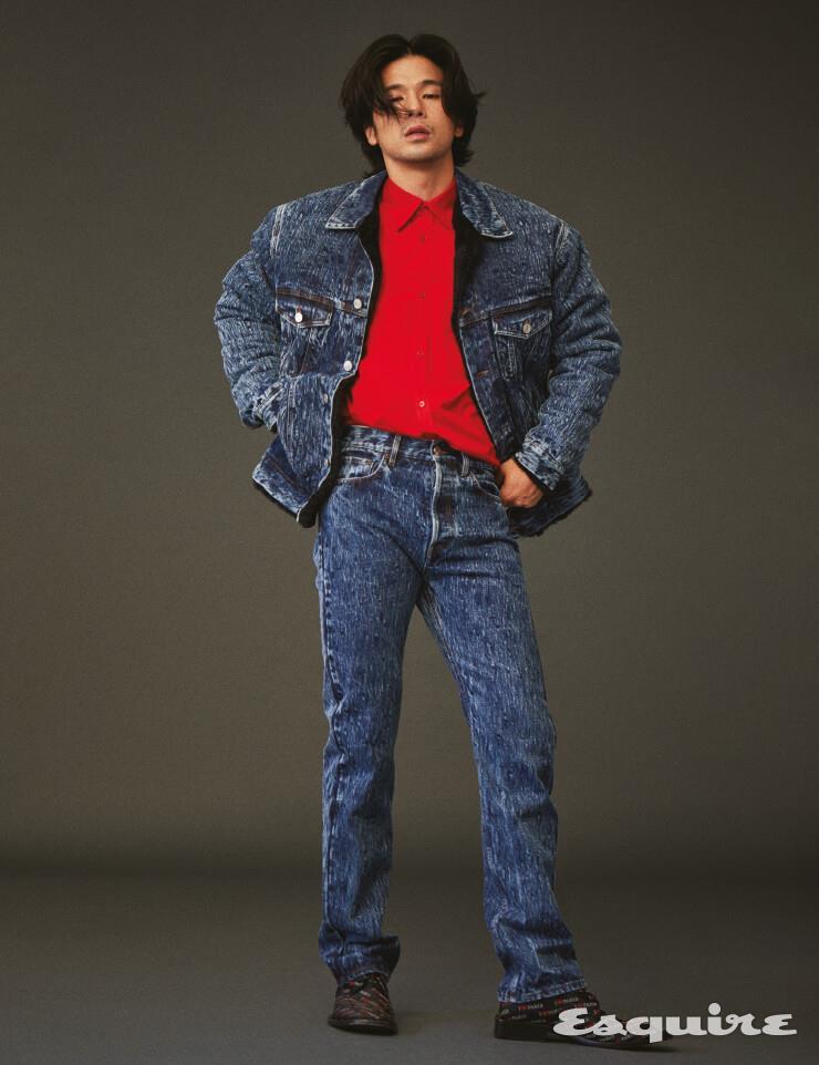 데님 시어링 재킷과 팬츠, 셔츠, 더비 슈즈 모두 가격 미정 발렌시아가.