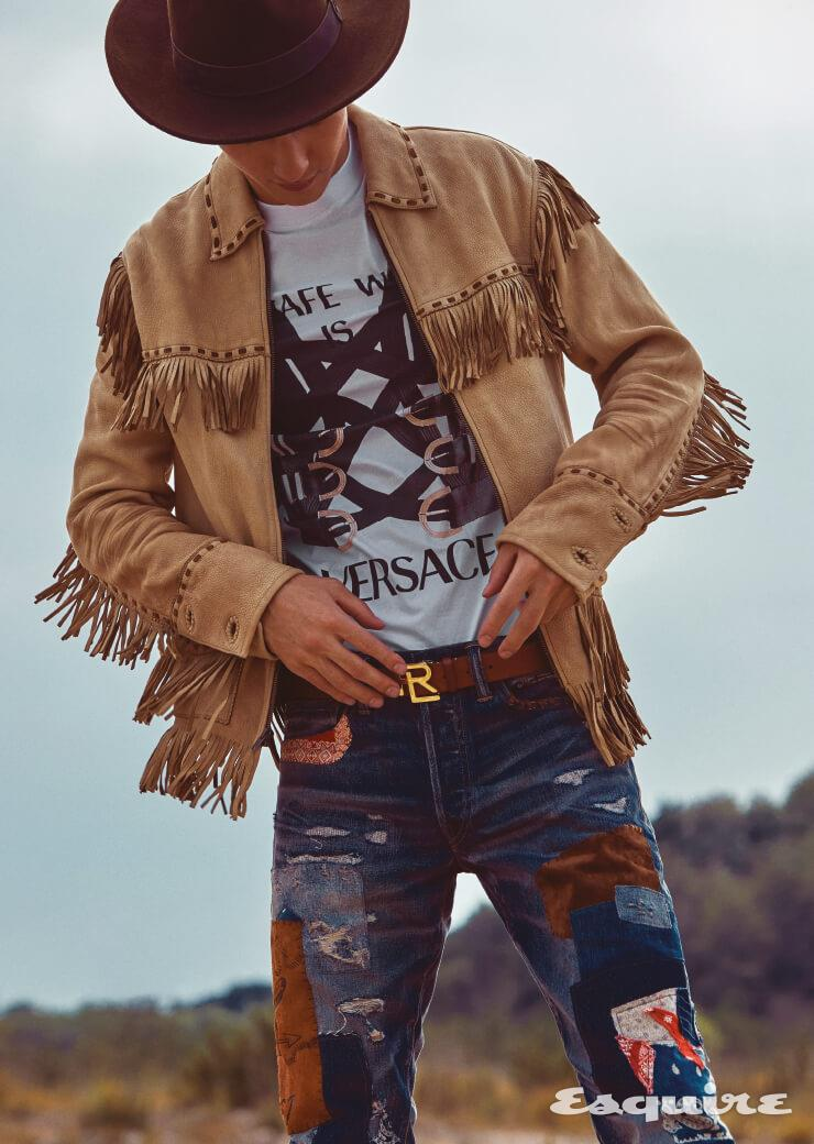 가죽 재킷, 데님 팬츠, 벨트 모두 가격 미정 폴로 랄프 로렌. 티셔츠 가격 미정 베르사체. 페도라 해트 가격 미정 에콴디노.