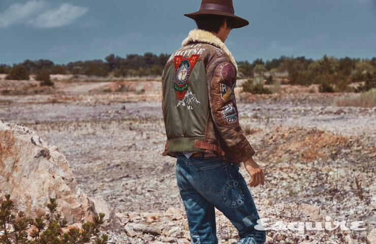 무통 재킷, 데님 팬츠 모두 가격 미정 폴로 랄프 로렌. 티셔츠 가격 미정 크롬하츠. 페도라 해트 가격 미정 에콴디노.
