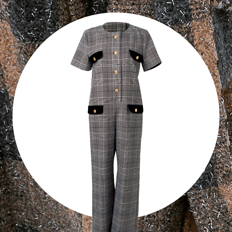 클래식한 패턴에 금장 버튼을 더한 점프수트는 5백90만원, Gucci.