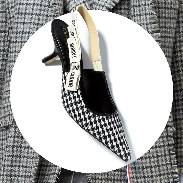 하운즈투스 체크 키튼 힐은 1백20만원, Dior.