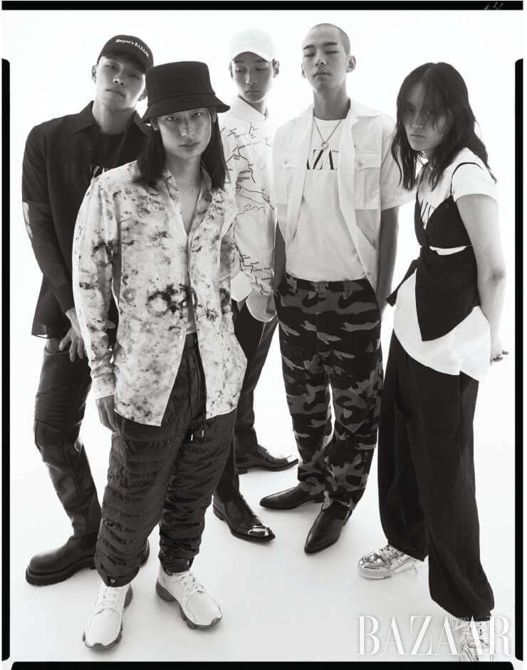 (왼쪽부터) 준서가 입은 시스루 셔츠는 Fendi, 레더 팬츠, 부츠는 모두 Bottega Veneta. 승화가 입은 셔츠는 1백25만원 Berluti, 팬츠는 94만원 2 Moncler 1952, 브리프는 4만9천원 Calvin Klein Underwear, 스니커즈는 1백25만원 Givenchy. 원재가 입은 티셔츠는 2 Moncler 1952, 이너로 입은 셔츠는 Louis Vuitton, 팬츠는 Fendi, 슈즈는 3백20만원 Berluti. 현신이 입은 셔츠는 Prada, 팬츠는 Valentino, 목걸이는 69만원 Maison Margiela, 앵클부츠는 Givenchy. 혜승이 입은 슬리브리스 톱은 75만원 Alexander Wang, 팬츠는 Loewe, 스니커즈는 Louis Vuitton. 화보에 계속 나오는 'Harper's BAZAAR' 로고 티셔츠, 모자는 모두 에디터 소장품.