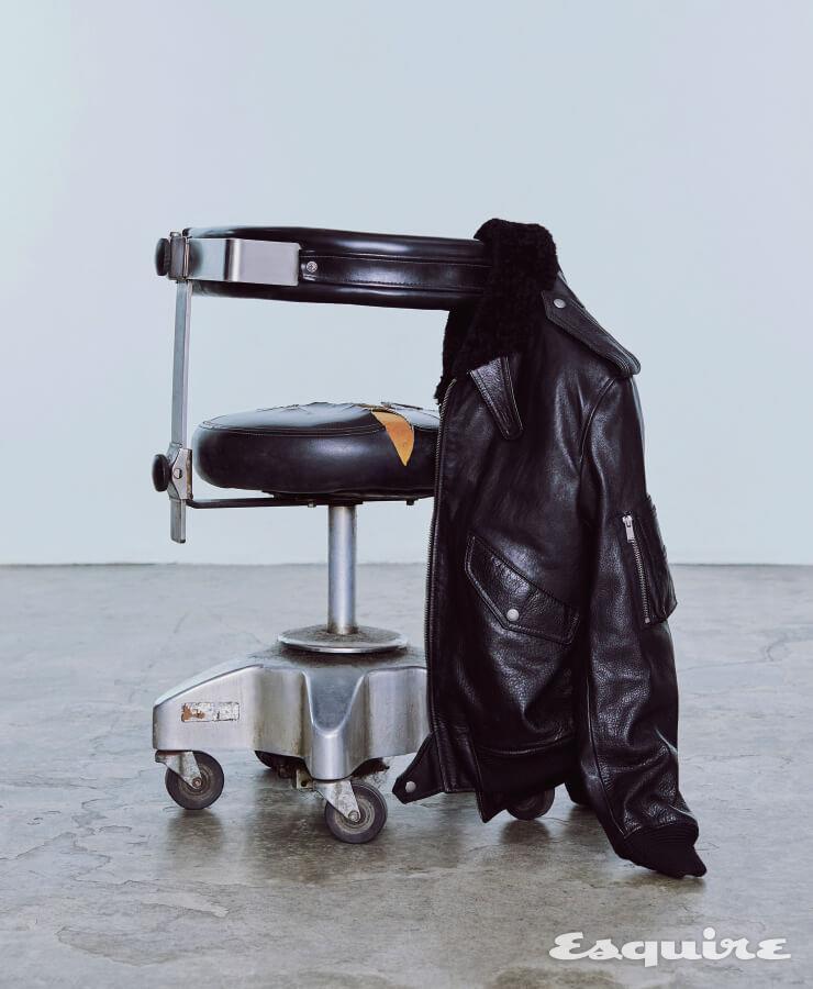 송아지 가죽 보머 재킷 가격 미정 생 로랑 by 안토니 바카렐로.
