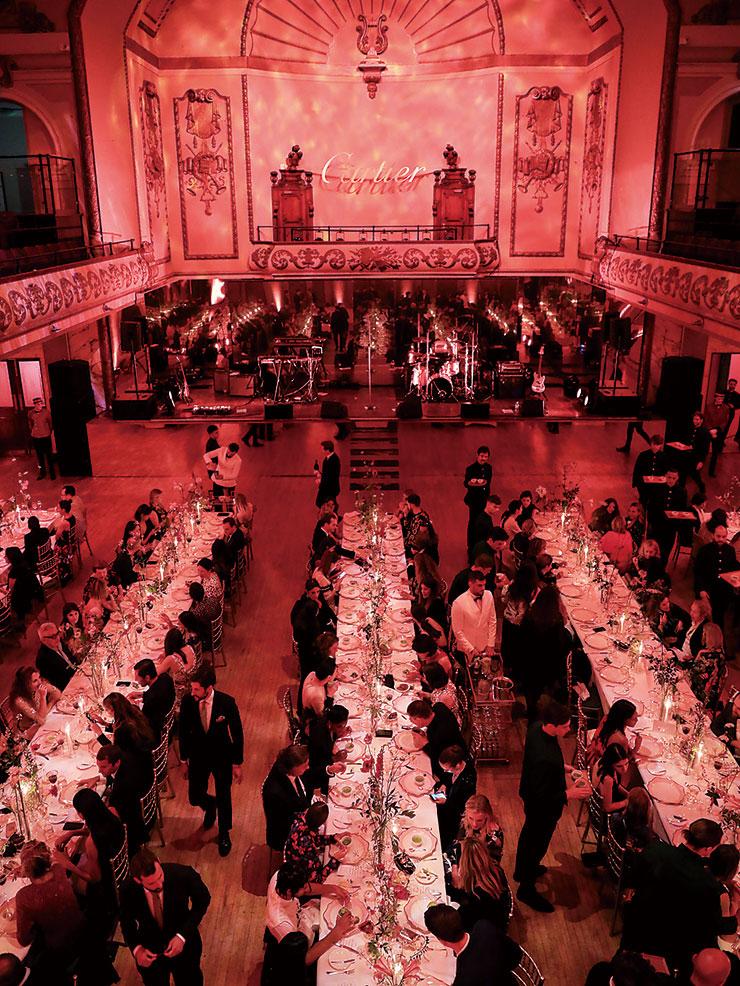 '매그니튜드' 컬렉션 기념 갈라 디너가 진행된 '쿨'한 장소, 이스트 런던의 쇼디치 타운 홀.