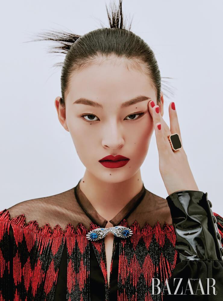 드레스는 1천5백40만원 Gucci. 반지는 Bottega Veneta.