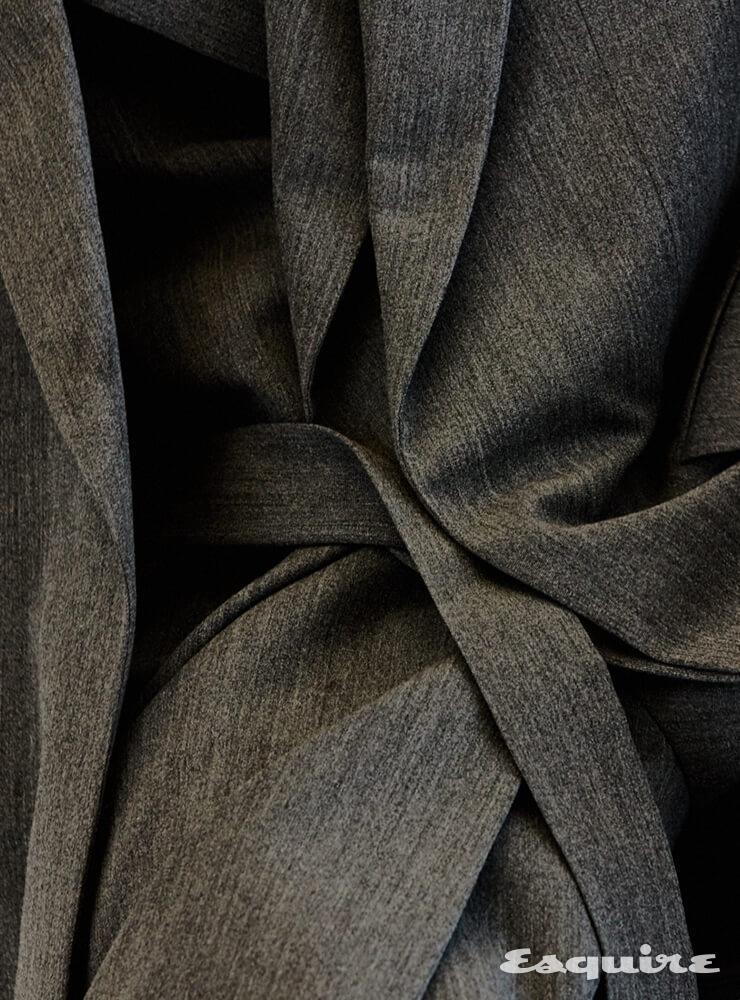 레이어드 재킷, 팬츠 모두 가격 미정 루이비통.