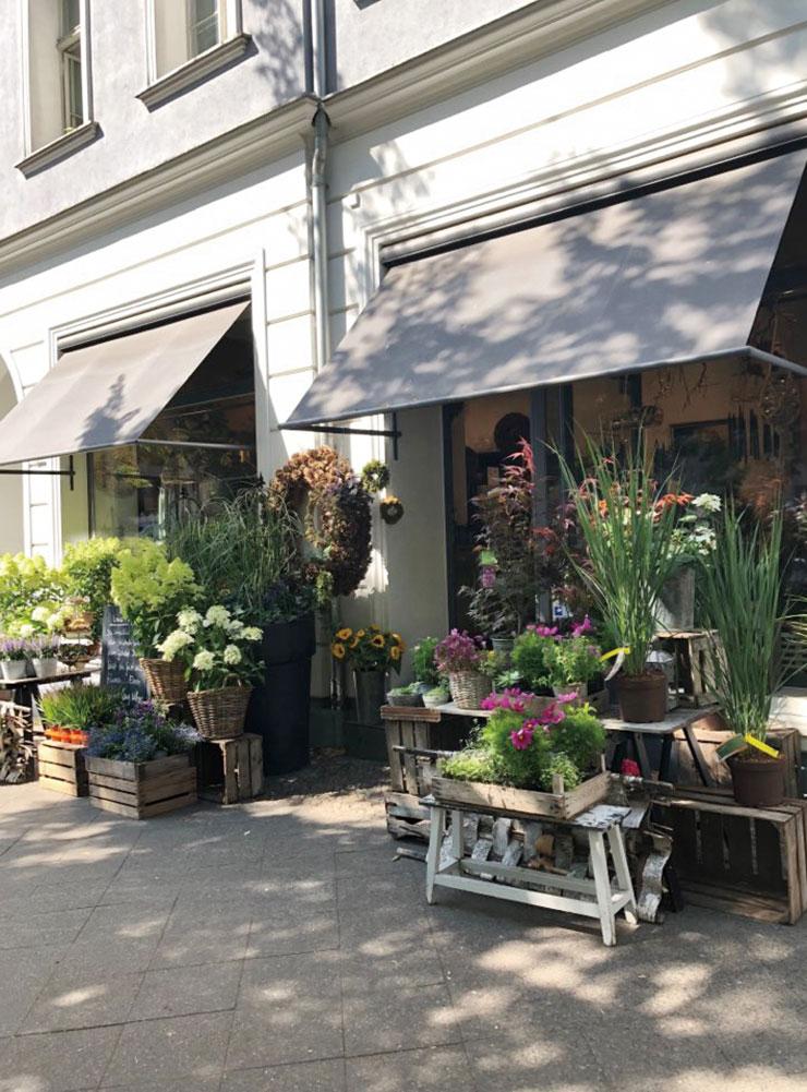 베를린의 소박한 동네 꽃 가게. 지하철역과 가판대, 매점에서 꽃을 사는 풍경도 익숙하다.