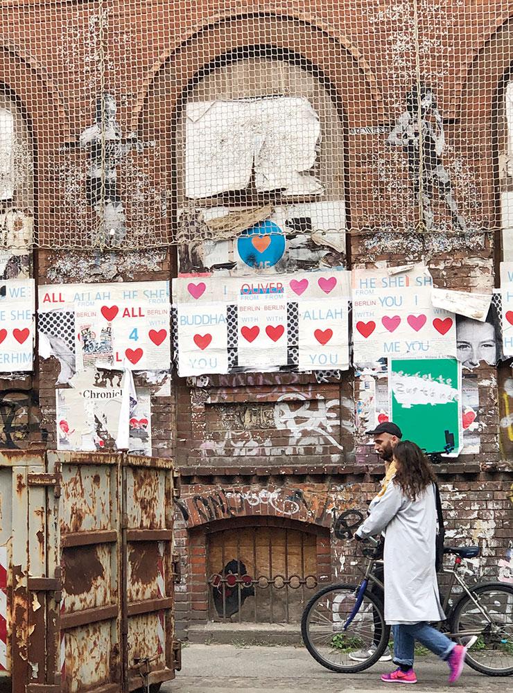 현대미술가들의 에너지가 가득했던 베를린 거리는 고풍스러운 파리와는 확연히 다르다.