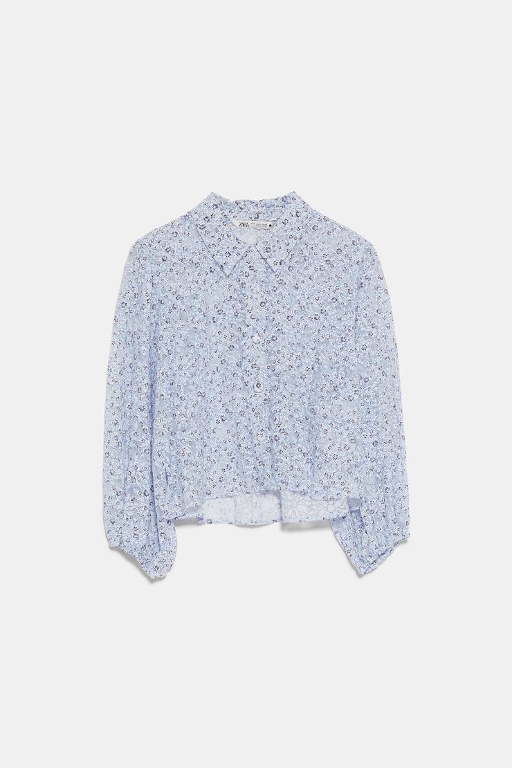 잔잔한 플라워 패턴이 포인트인 셔츠는 5만9천원, Zara.