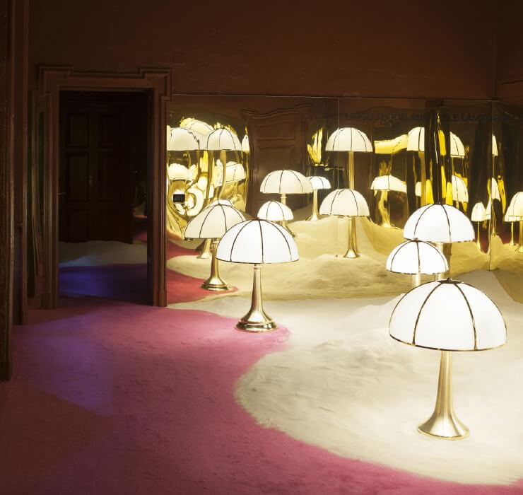 2019년 4월에 열린 밀라노국제가구박람회 기간 동안 디모레 스튜디오가 디모레 갤러리에서 진행한 전시 <비시오니(Visioni)>. 가브리엘라 크레스피의 가구와 램프를 단독으로 선보였다.