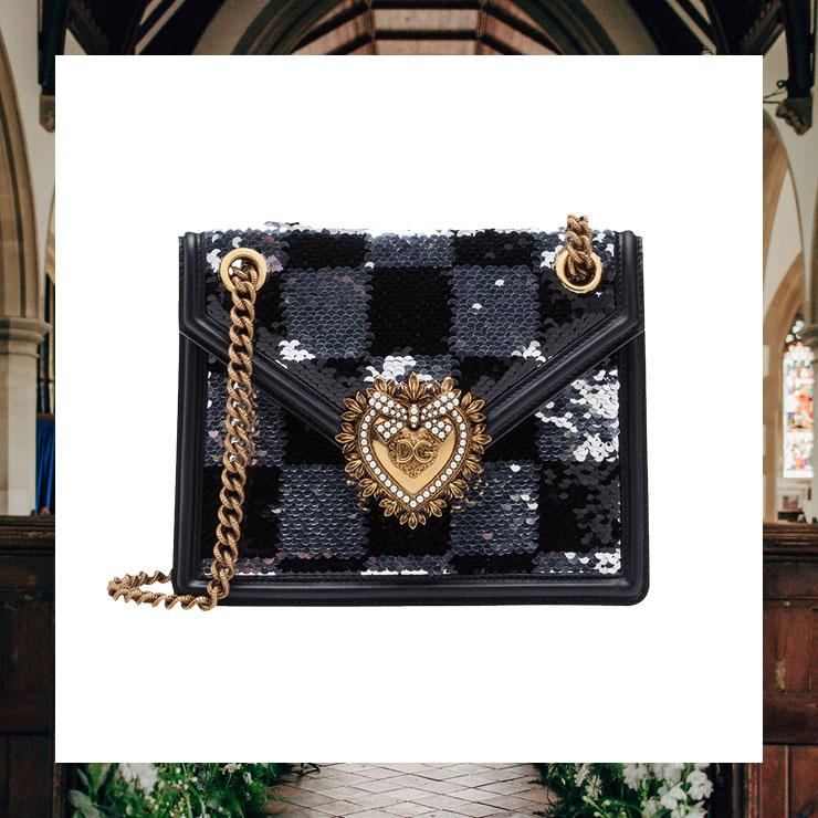 비즈 장식이 특징인 체인 백은 가격 미정, Dolce & Gabbana.