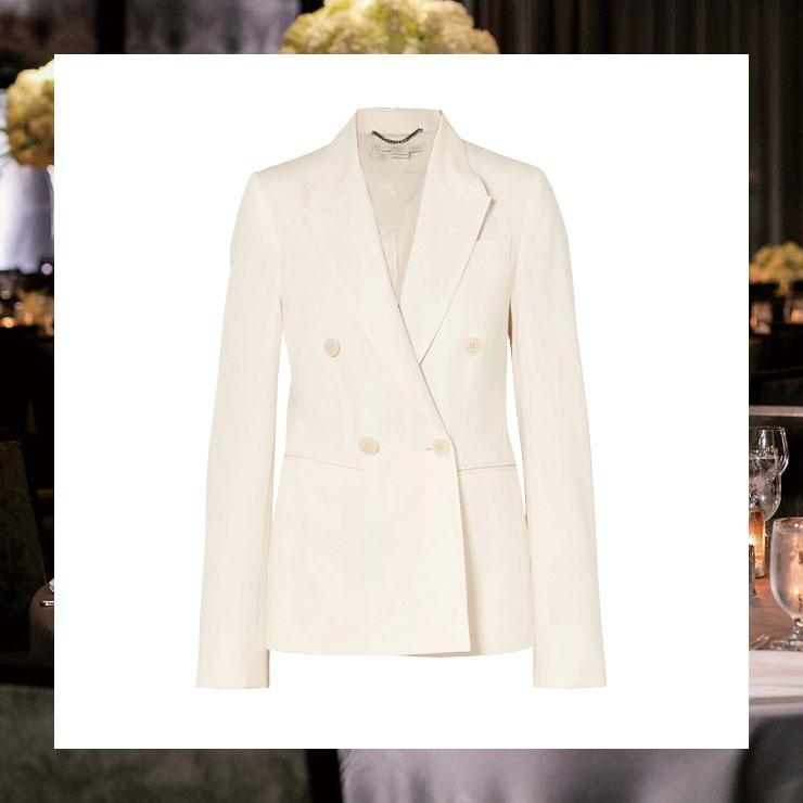 화이트 재킷은 1백만원대, Stella McCartney.