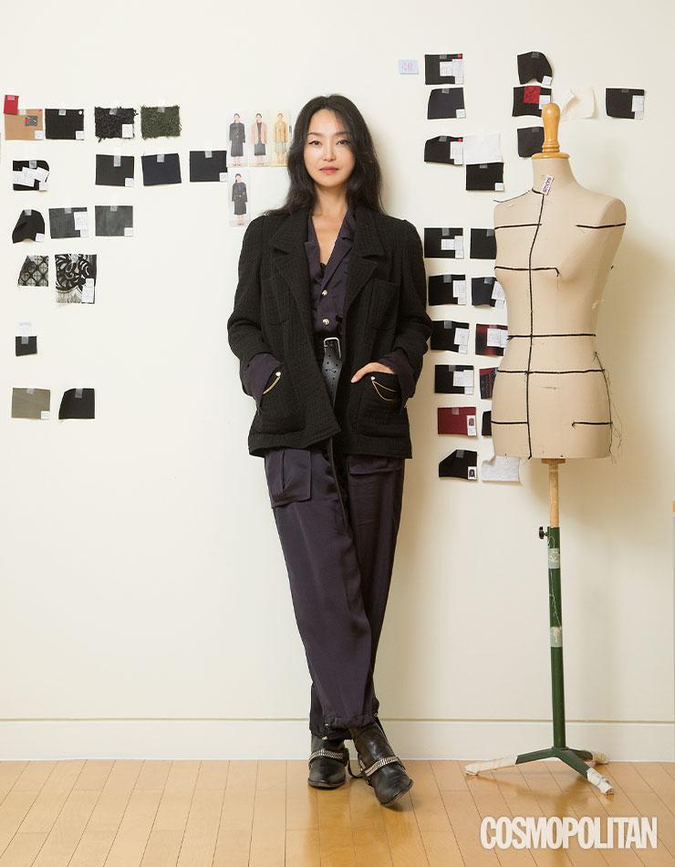 1년에 여섯 번 전개하는 컬렉션으로 바쁜 시간을 보내는 디자이너 김재현이 평소 즐기는 점프슈트 룩.