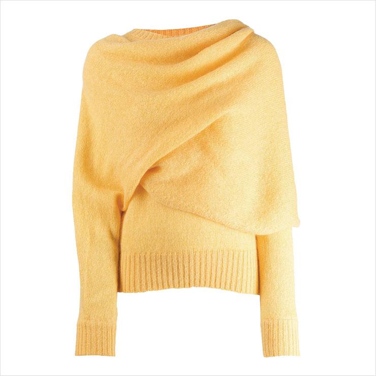 드레이핑 장식의 스웨터는 77만원대, Rejina Pyo.