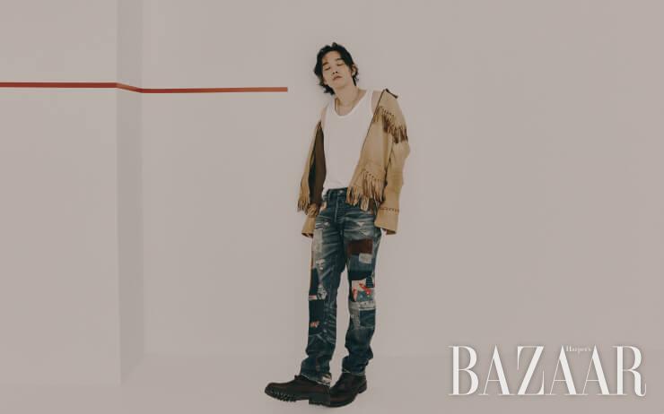 재킷, 데님 팬츠는 모두 Polo Ralph Lauren. 목걸이는 Rockingag. 워크 부츠는 8 by yoox.