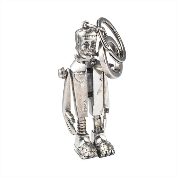 프랑켄슈타인 모티프의 키 링은 가격 미정, Prada.