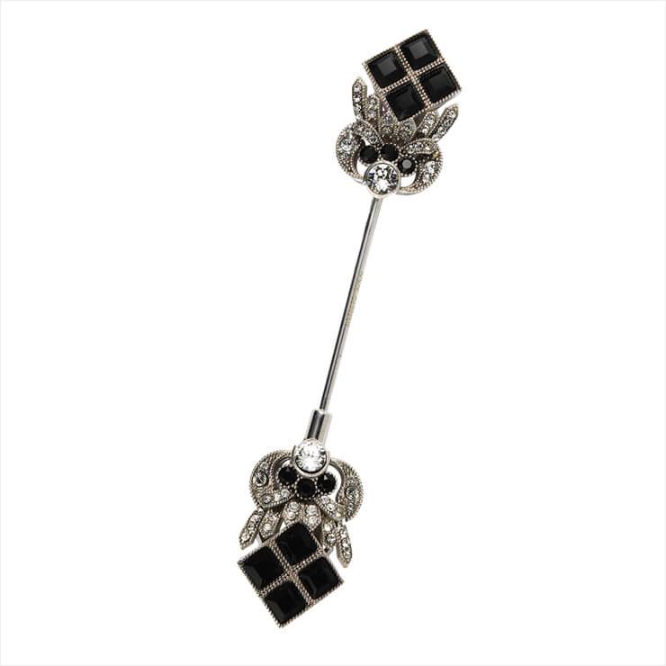 주얼 장식의 부토니에는 가격 미정, Dolce & Gabbana.