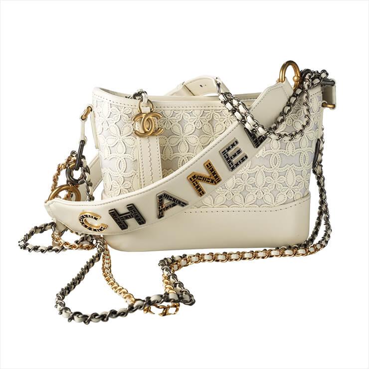 레이스 디테일의 백은 가격 미정, Chanel.