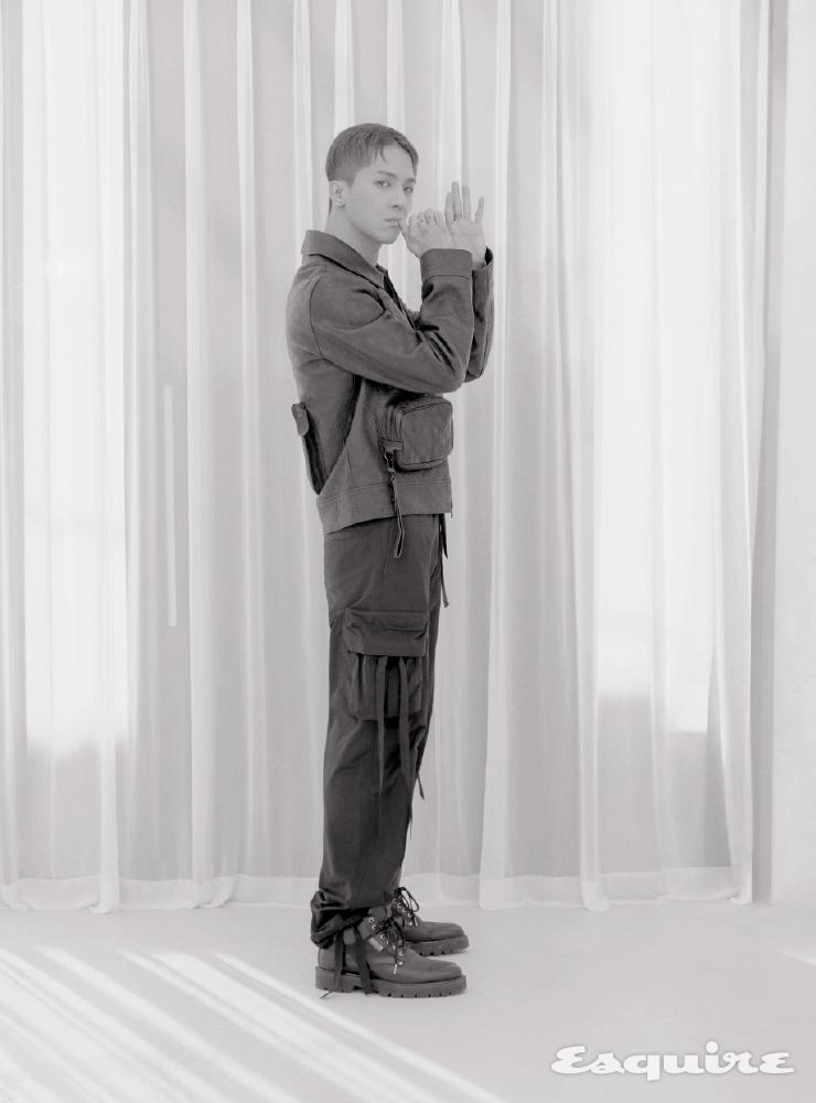유틸리티 재킷, 3D 포켓 팬츠, LV 트레이너 스니커즈, 체인 링크 목걸이 모두 가격 미정 루이비통.