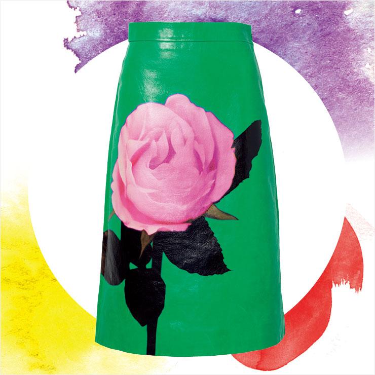 커다란 장미가 돋보이는 미디스커트는 가격 미정, Prada.