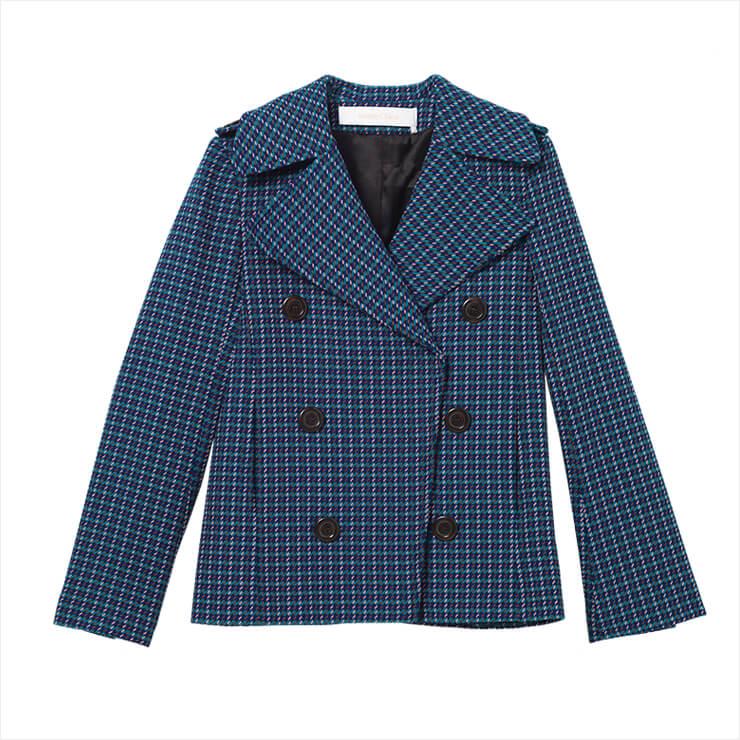 와이드한 칼라의 더블 브레스티드 재킷은 90만원대, See by Chloé.