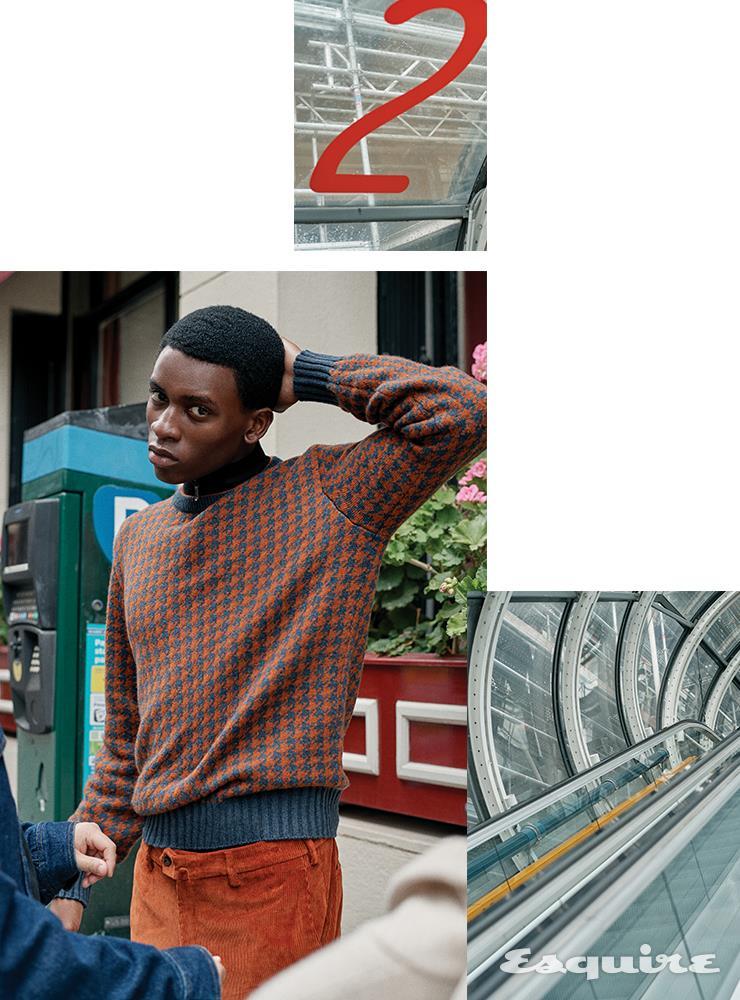 베이비 캐시미어 소재의 베들링턴 크루넥 스웨터 190만원대, 더 기프트 오브 킹스 울 소재의 하이넥 스웨터 410만원대, 코듀로이 소재의 판타플랫 슬림 팬츠 80만원대 모두 로로피아나.