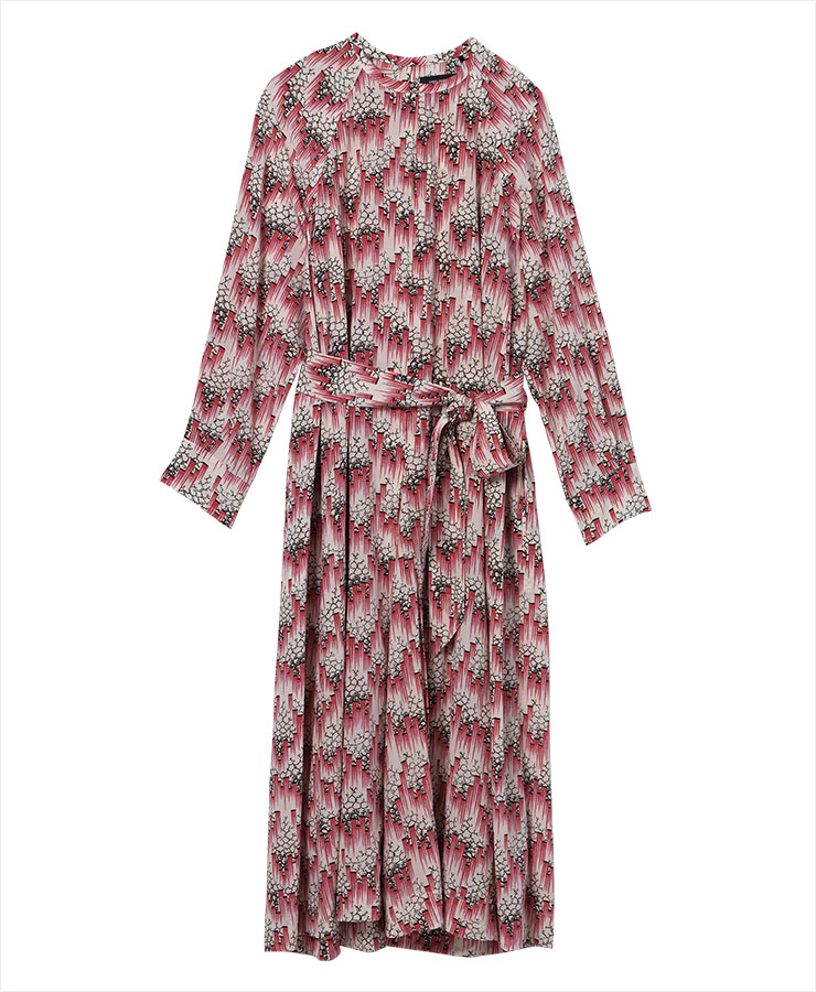 실크 소재의 벨티드 드레스는 2백38만원, Isabel Marant.
