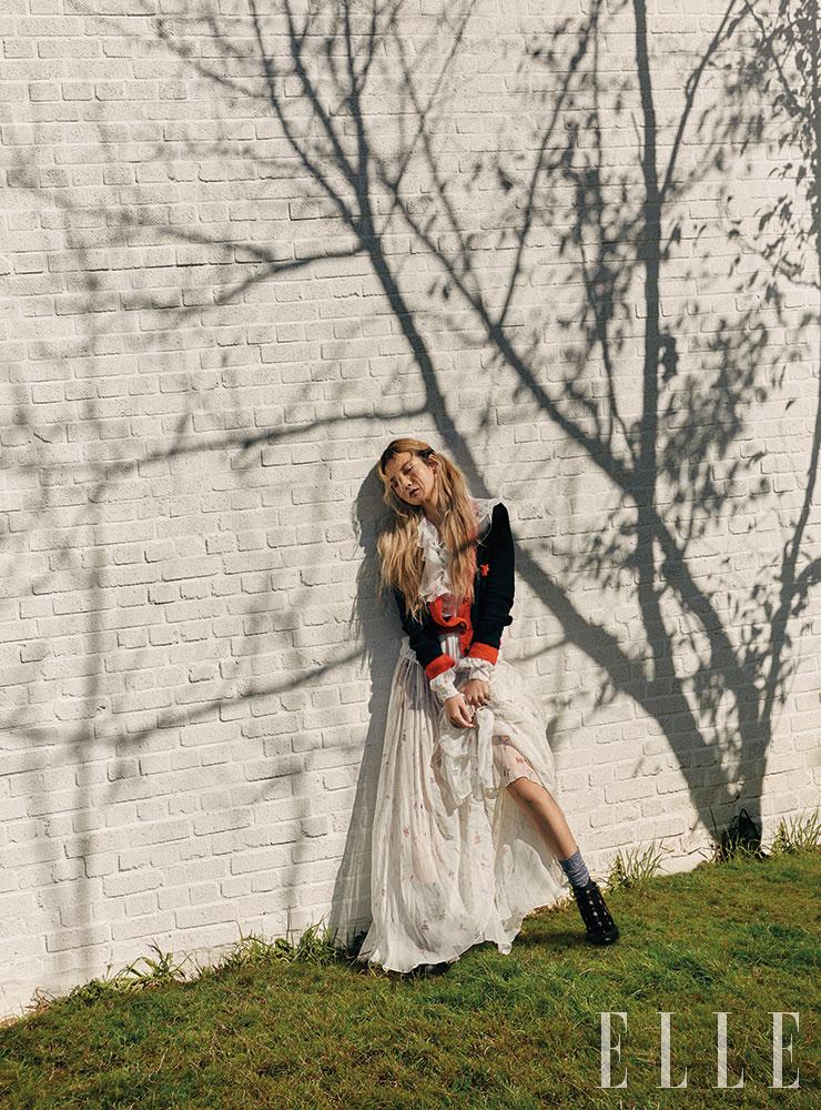 시스루 드레스와 러플 블라우스, 카디건, 트위드 앵클부츠는 가격 미정, 모두 Chanel. 양말은 에디터 소장품.
