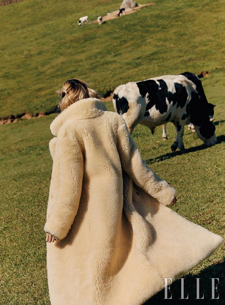 시어링 퍼 코트는 가격 미정, Celine by Hedi Slimane.