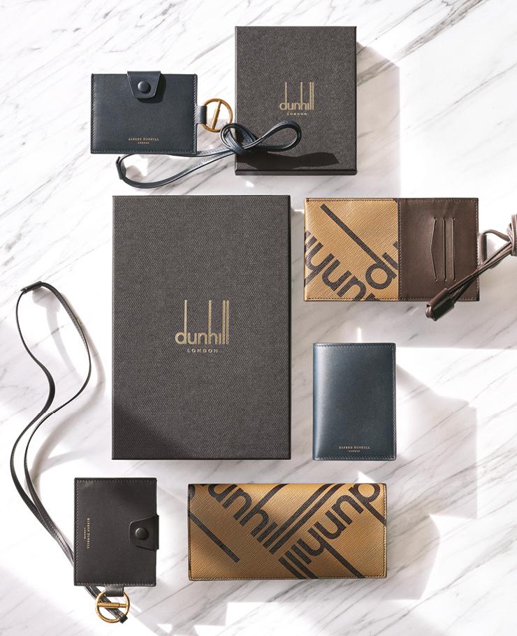 (위부터) 심플한 네이비 컬러 명함 지갑, 로고 패턴의 브라운 컬러 여권 케이스, 간결한 디자인의 반지갑, 로고 패턴의 장지갑, 스트링 디테일의 명함 지갑. 모두 가격미정, 던힐.