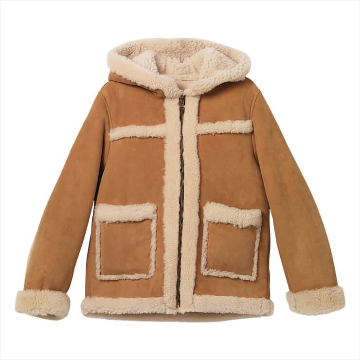 캐멀 컬러의 시어링 코트는 가격 미정, Sandro.