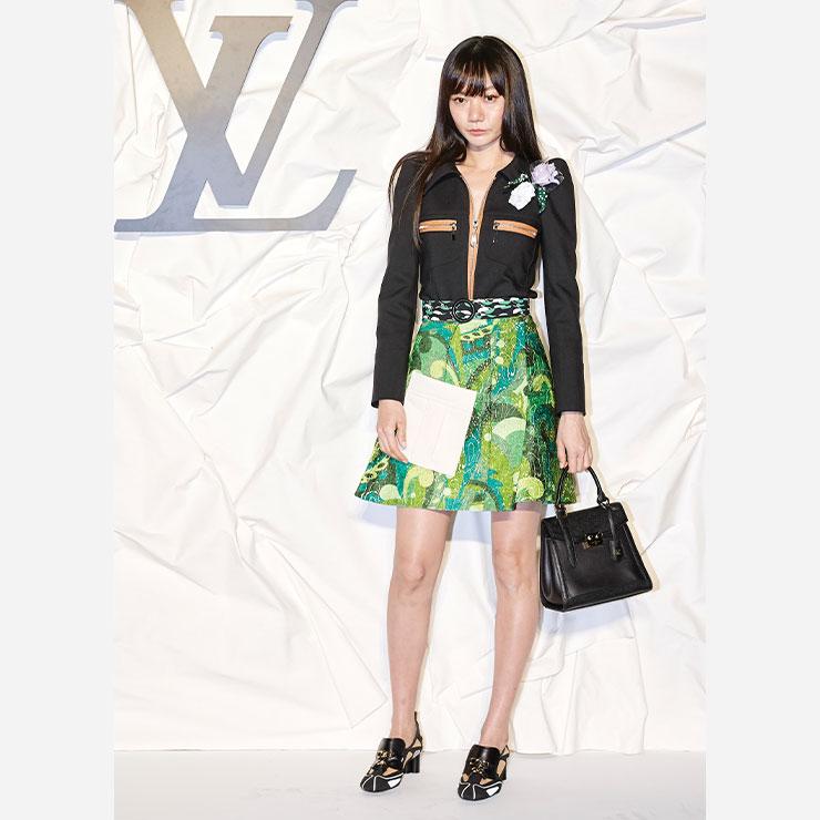 배두나는 2020 S/S 컬렉션 룩을 입고 애프터 파티에 참석해 즐거운 시간을 보냈다.