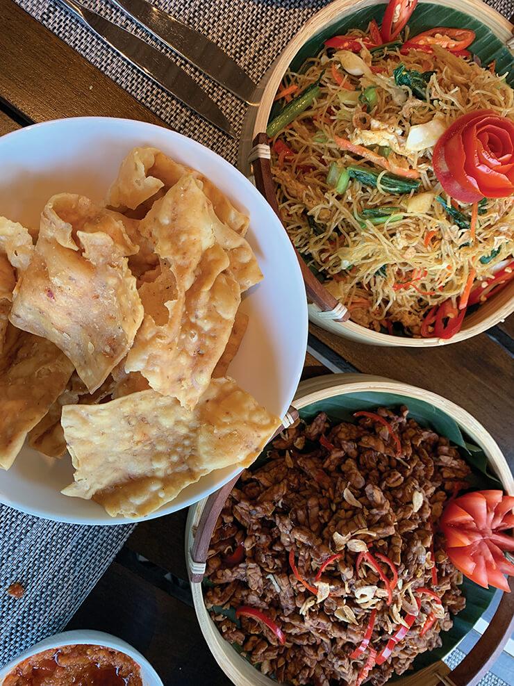 다채로운 인도네시아 전통 음식을 맛볼 수 있다.
