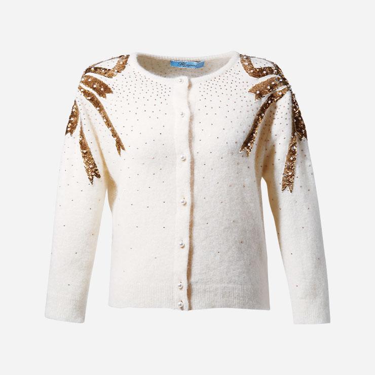 퍼 숄 대신 카디건을 입고 뒤로 젖히는 것 또한 좋다.→카디건 가격미정 블루마린.