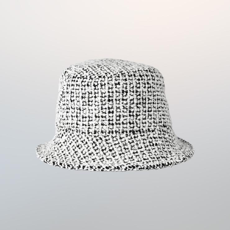 모자는 6만8천원 Awesome Needs.