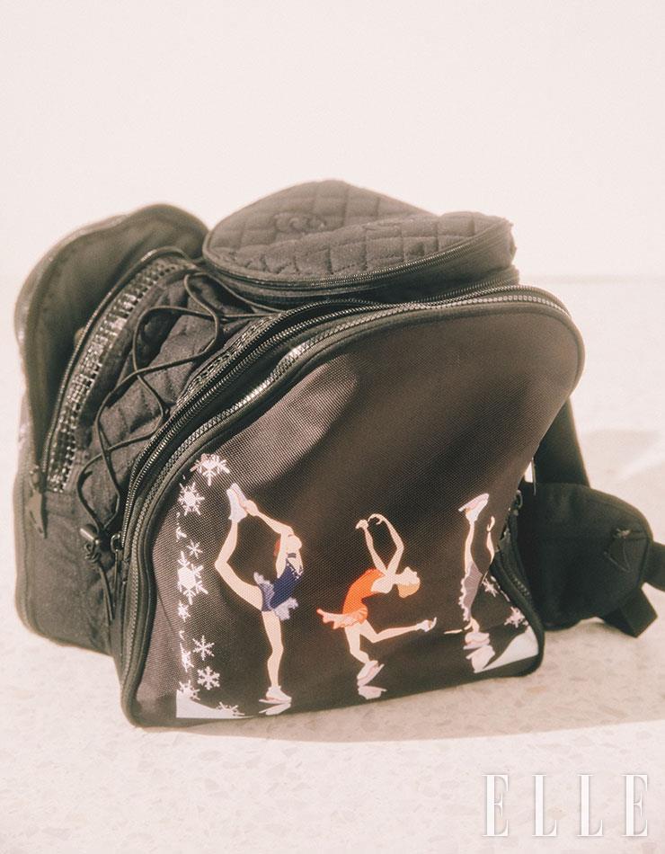 피겨 부츠를 넣는 가방은 박연정 선수의 소장품.