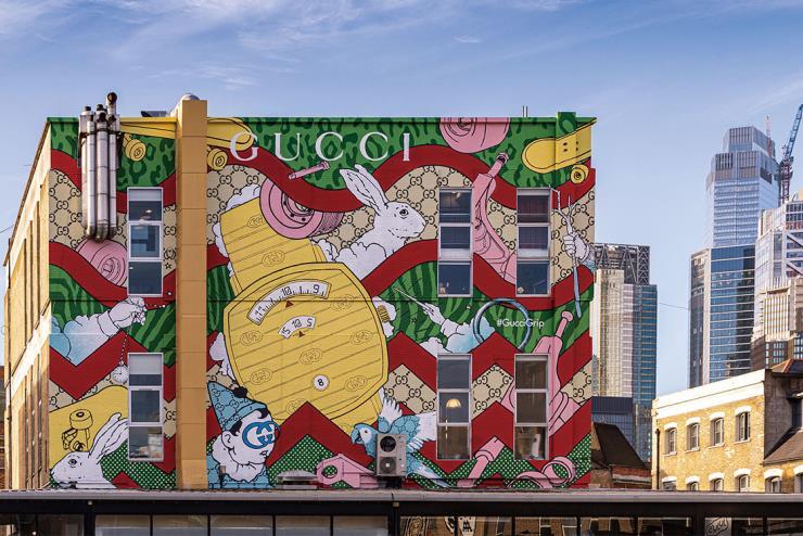아티스트 키에런 리빙스턴이 작업한 '그립' 아트 월.