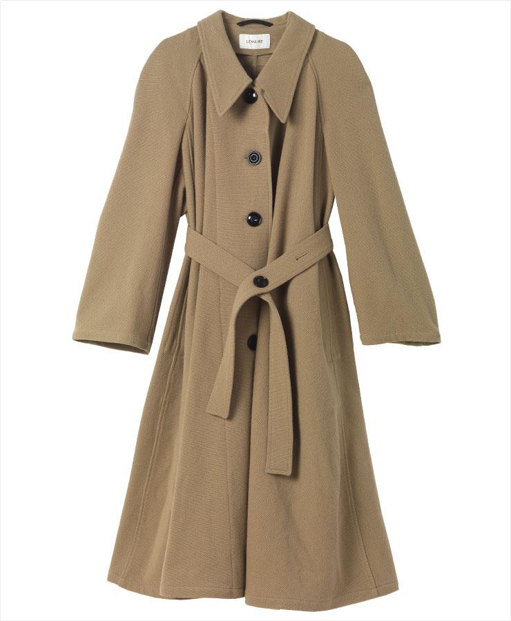 다양한 스타일에 매치하기 좋은 캐멀 코트는 가격 미정, Lemaire.