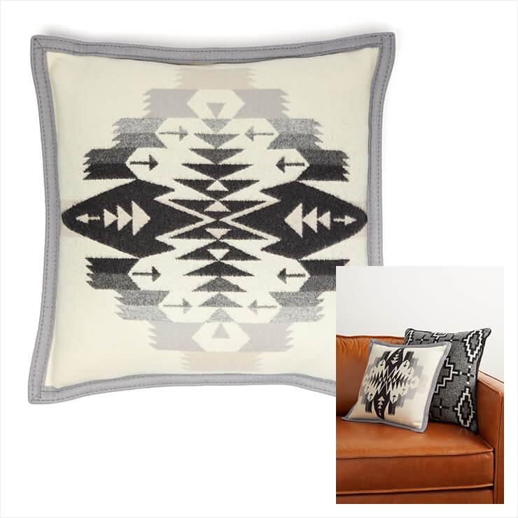 겨울 무드의 페들턴 패턴의 쿠션