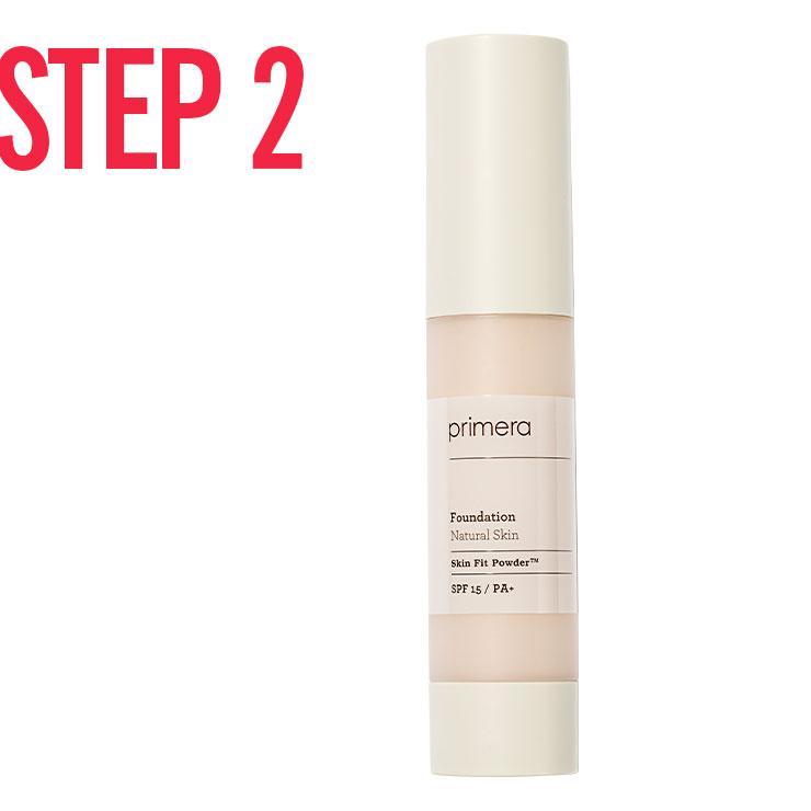 STEP 2 → 수분 함량이 높은 리퀴드 파운데이션은 시어한 피부 결 연출에 제격. 납작한 브러시로 피부에 얇게 밀착시키듯 펴 발라 매끈한 광채 스킨을 완성한다.
