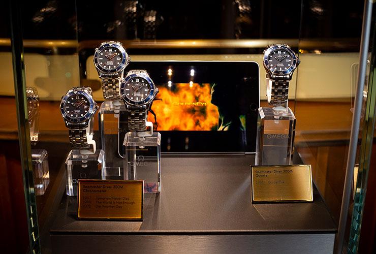톱 오브 더 스탠더드에서 열린 파티에서는 새로운 제임스 본드 워치뿐만 아니라 지난 25년간 영화에 등장했던 아카이브 피스들이 전시됐다.