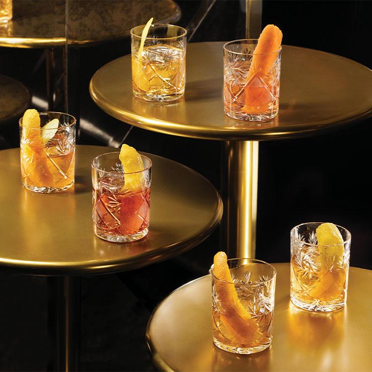 Rosina → 일렉트라, 도르시와 함께 베네시안 리조트의 바 문화를 이끌고 있는 삼대장. 인기 메뉴는 버번과 민트, 설탕, 얼음으로 만든 클래식 민트 줄렙이다.
