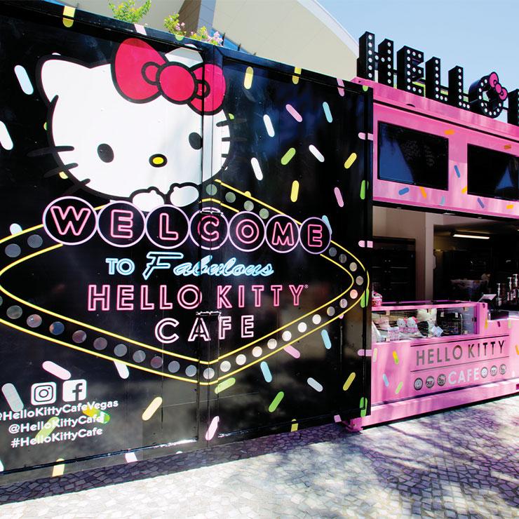 Hello Kitty Cafe → 귀엽고 앙증맞은 헬로키티 쿠키와 마카롱을 찾아온 캐릭터 애호가들의 발길로 문전성시를 이룬다.
