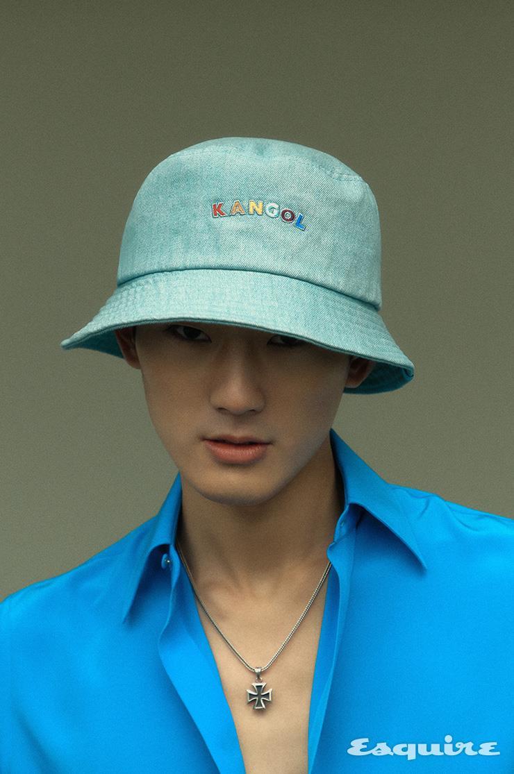 실크 셔츠 120만원 구찌. 버킷 해트 가격 미정 캉골. 목걸이 모델 소장품.